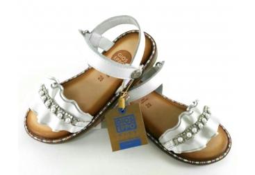 Sandalia piel blanca perlas
