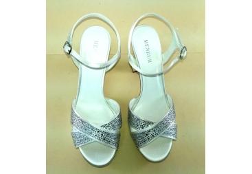 Sandalia blanca con brillantes