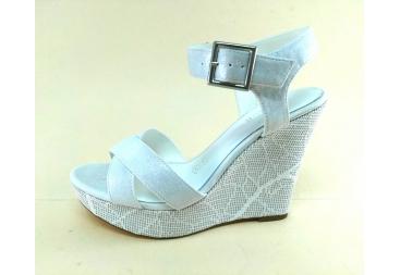Sandalia blanca con fondo en plata