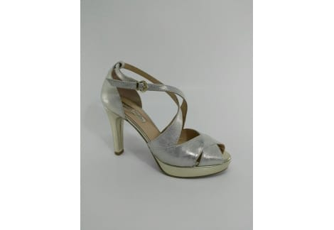 Sandalia piel platino