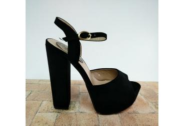 Sandalia negra de antelina