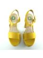 Sandalia plataforma antelina amarillo