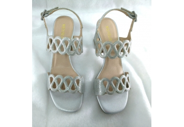 Sandalia purpurina plata Menbur