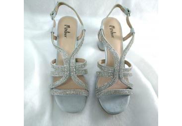 Sandalia color plata Menbur
