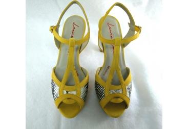 Sandalia en antelina amarillo Laura Amat