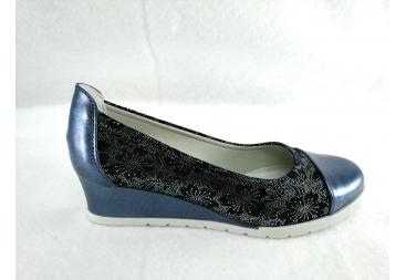 Zapato cerrado de cuña azul marino Laura Azaña