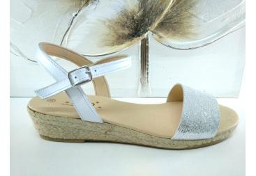 Sandalia en color plata Isarus