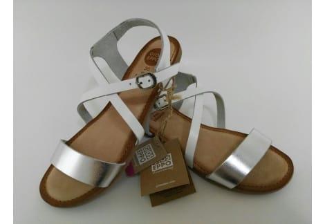 Sandalia de piel blanco y plata