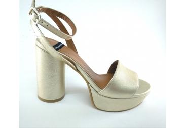 Alarcón sandalia de señora en dorado