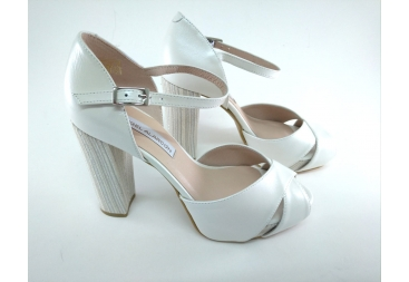 Sandalia blanca piel