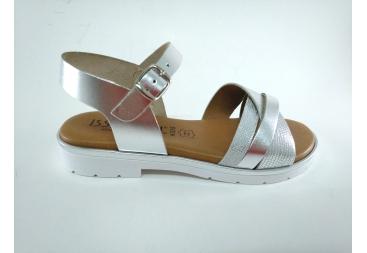 Isa Miel en plata sandalia