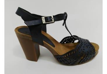 Sandalia de piel azul picada