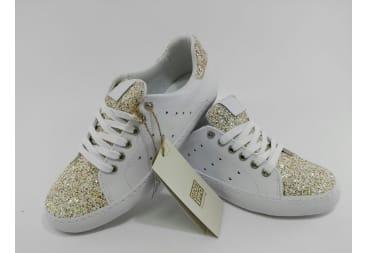 Zapatilla deportiva blanca con purpurina oro