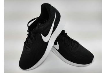 Zapatilla deportiva NIKE regilla negra