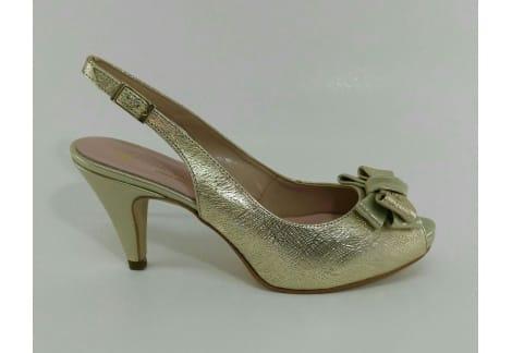 Zapato despuntado y destalonado con lazo