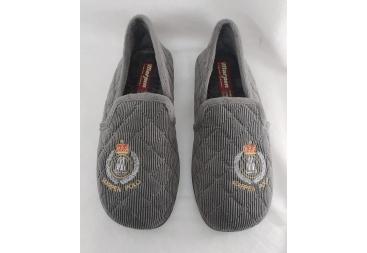 Marpén zapatilla cerrada color gris