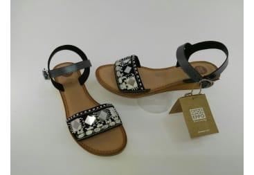 Sandalia de piel gris con espejos