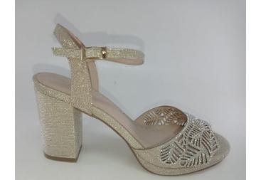 Menbur sandalia de vestir brillo dorada