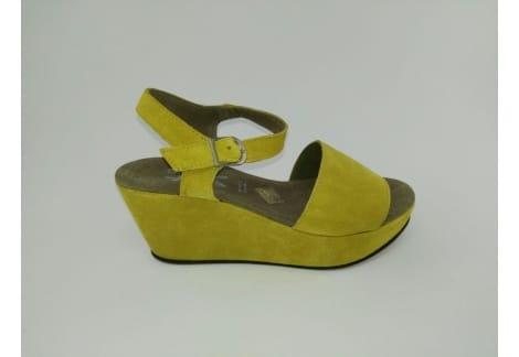 Sandalia piel amarilla cuña