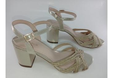 Menbur sandalia dorada tacón medio grueso