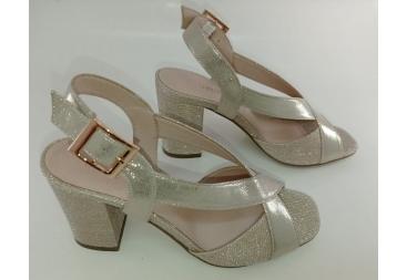 Menbur sandalia dorada cruce