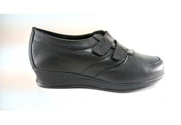 Torres zapato de señora piel negra grabada